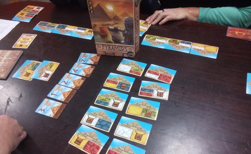 Spiel Pyramids